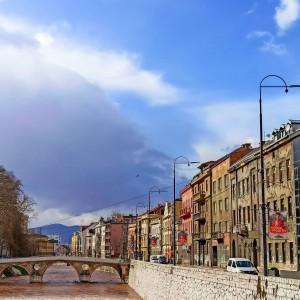 To sunce sja k'o poslije kiše...🌻💛 #MI #MMXXI  . . . . #dinomerlin #dinomerlinquotes #dinomerlinstihovi #dinomerlincitati #dinomerlinofficial #sarajevo #bosnia #bosniaandherzegovina #travel #photography #love #photooftheday #instagood #bosna #sarajevobosnia #travelphotography #picoftheday #europe #photo #travelgram #art #trip #city #instatravel #visitsarajevo #instadaily