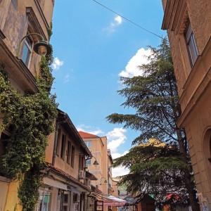 """""""...𝙨𝙖𝙢𝙤 𝙯𝙖 𝙩𝙚𝙗𝙚 𝙙𝙖 𝙥𝙤𝙡𝙚𝙩𝙞𝙢 𝙣𝙚𝙗𝙪 𝙥𝙤𝙙 𝙤𝙗𝙡𝙖𝙠𝙚..."""" 🌤  #magaza #svijetmagaze #dinomerlin #sarajevo #bascarsija #bosnaihercegovina #dasutis #dinomerlincitati #dinomerlinstihovi #dinomerlinquotes #sarajevouslikama"""